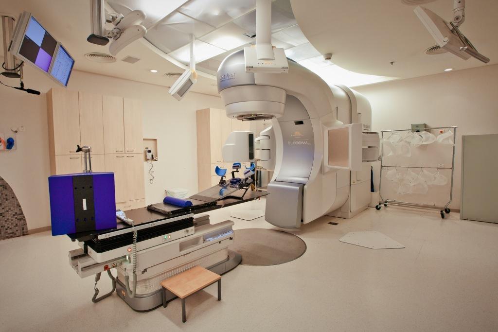Новейший аппарат для внешней лучевой терапии TrueBeam с усовершенствованными режимами IMRT, IGRT, c функцией стереотаксической радиохирургии. Клиника Ассута.